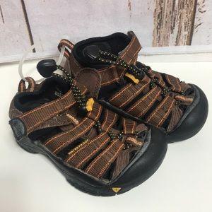 Size 8 keen sandals